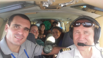 Viajando en la avioneta hacia Guayaramerin.