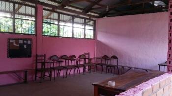 Estamos agradecidos a Dios por la bendicion de poder haber pintado la sala de culto del dormitorio de chicas.